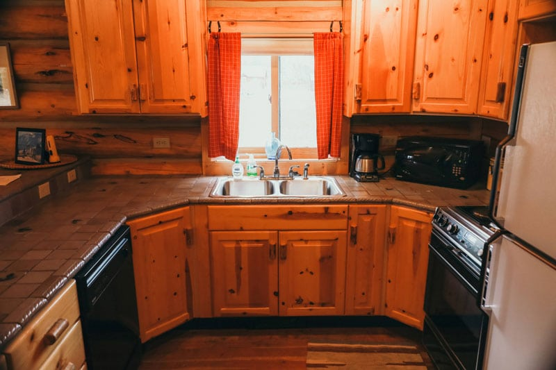 Nez Pierce Cabin kitchen sink and ample cabinet space